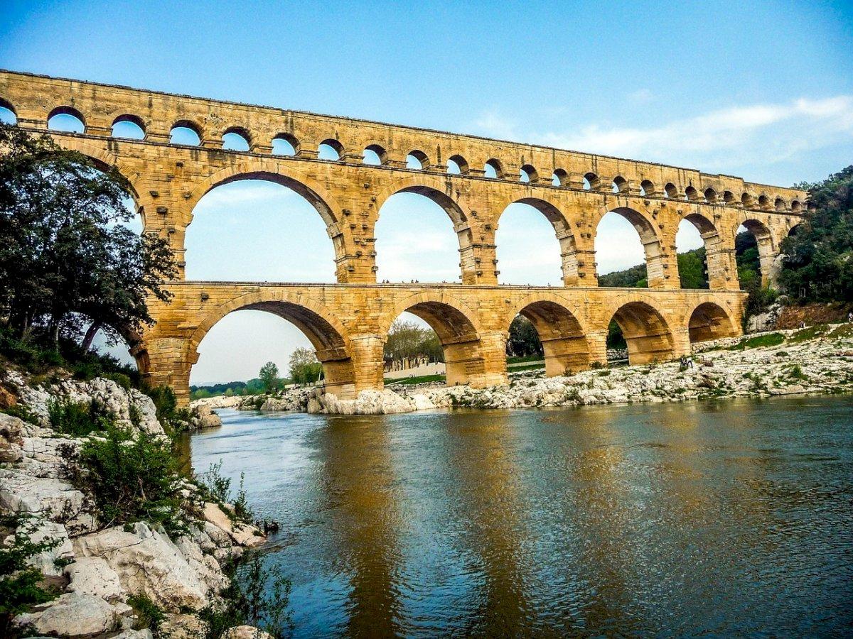 Vers Pont du Gard